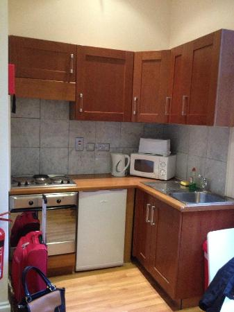 Hyde Park Economy Apartments: good kitchen