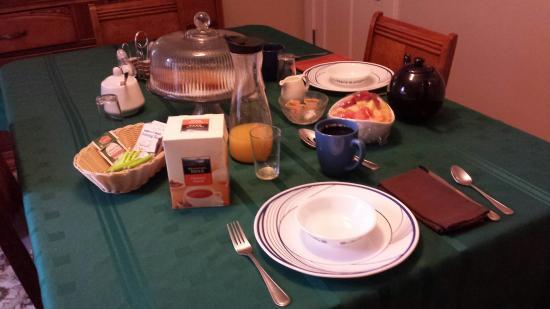 Acacia Bed & Breakfast: Breakfast time