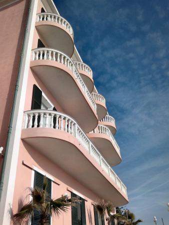 Piccolo Lido : facciata hotel dal lungomare
