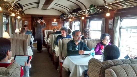 Andean Explorers Cusco: parte interna do trem