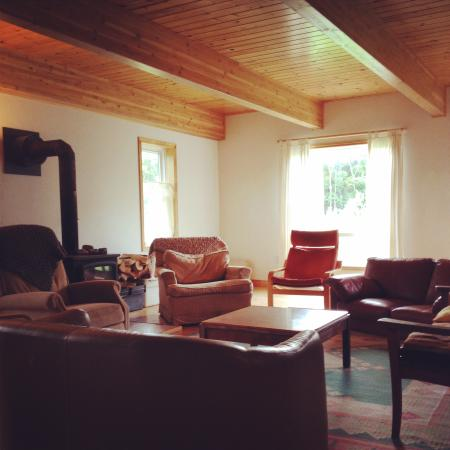 Cabot Shores Wilderness Resort: Breton Cove Farmhouse: bright, spacious living area