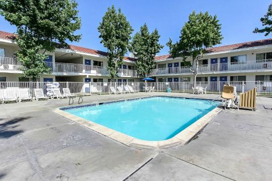 Motel 6 San Jose South: Pool