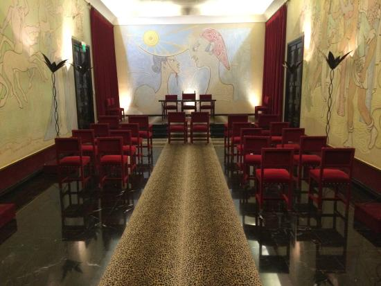 vue de l 39 entr e photo de salle des mariages jean cocteau menton tripadvisor. Black Bedroom Furniture Sets. Home Design Ideas