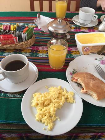 El Tuco Hostel: Scrambled eggs, tea/coffee, fresh bread and strawberry jam, freshly squeesed oj also. ��