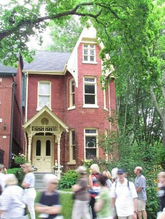 Heritage Toronto Tours: Heritage Toronto walking tour around Cabbagetown