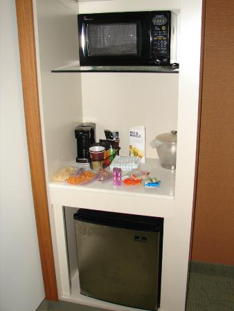 SpringHill Suites Pittsburgh Bakery Square: Mini Fridge and Small Microwave