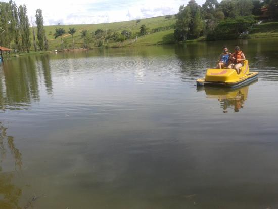 Ouro Fino, MG: Pedalinho no lago