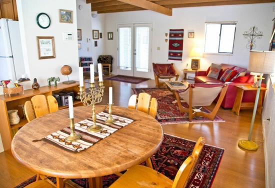 Cat Mountain Lodge: Dining Area in Guest House