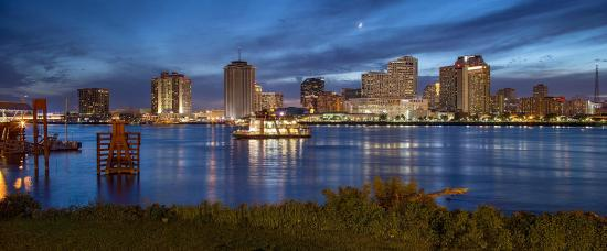 Federal City Inn & Suites: View of downtown New Orleans just across the river from Algiers Point