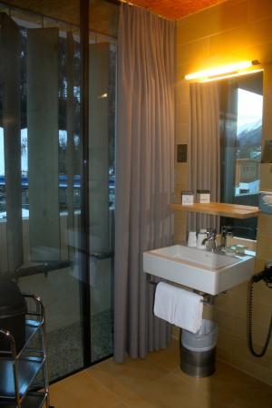 Arlmont: salle de bains vitrée