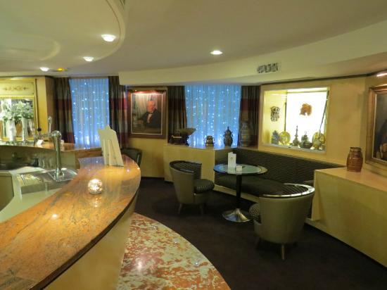 BEST WESTERN Monopole Métropole : The modern lounge & cocktail bar