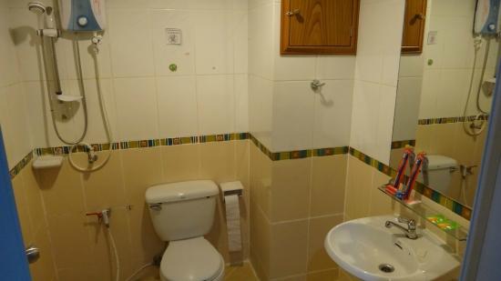 Convenient Resort: Deluxe Bathroom