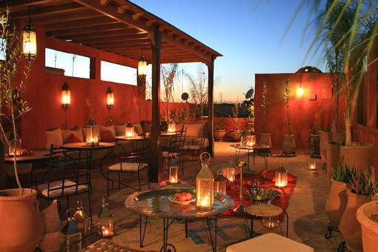 Riad Honey Sarl: The terrace at night