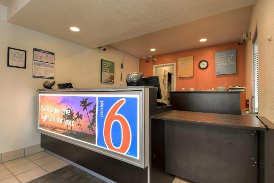Motel 6 Westminster South : Lobby