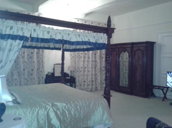 Moresby Hall: massive room