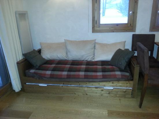 Les Loges Blanches Megève: canapé et lit pour 2 personnes