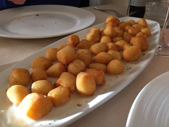 Trattoria Da Cesare : Fried gnocchi on top of cacio e pepe sauce