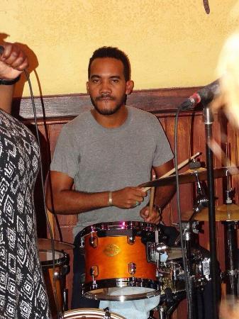 Miles Jazz Cafe: Levi Silvanie op de drums!!