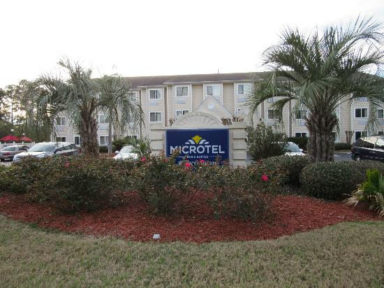 Microtel Inn & Suites by Wyndham Brunswick North: exterior