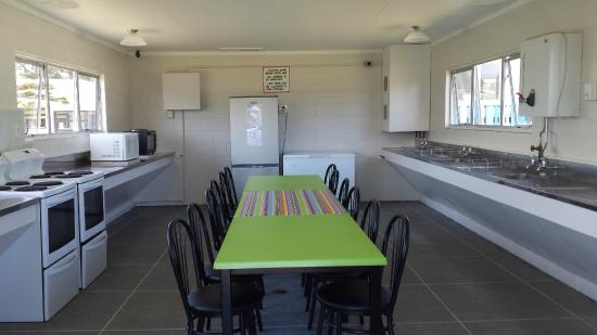 Foxton Beach TOP 10 Holiday Park: Communal Kitchen A- Block