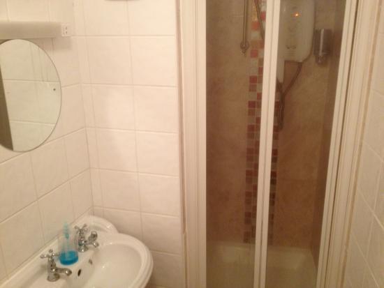 The Crown Hotel: Bathroom