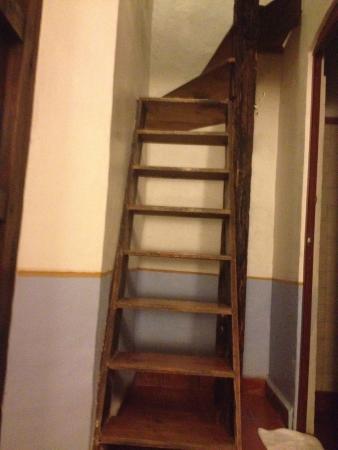 Meson del Alferez Xalapa: Stairs to the loft