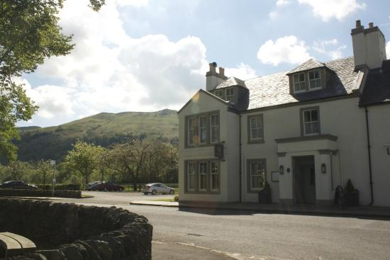 Loch Lomond Arms Hotel: Outside of the hotel
