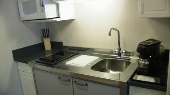 A Nice Motel: Kitchen