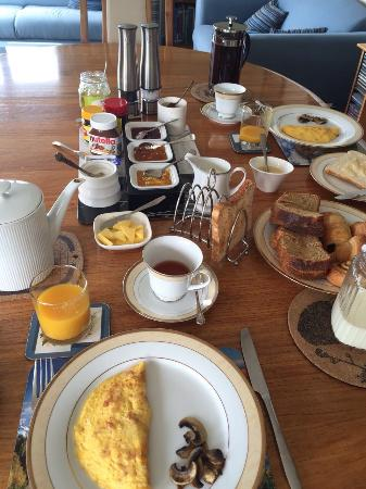 Larch Hill Homestay Bed and Breakfast: Breakfast