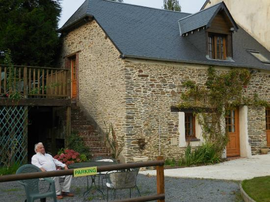 Lamberville, Francia: Exterior of our room