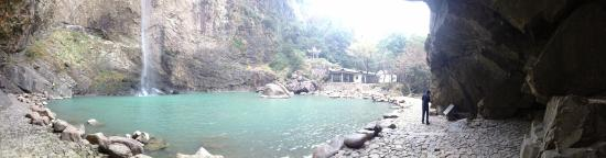 Qingtian County, الصين: waterfall view
