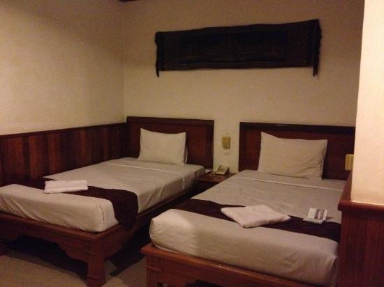 Preah Vihea Hotel : 냄새나고 눅눅한 침구