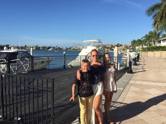 Marco Island Marina: Beautiful marina walk