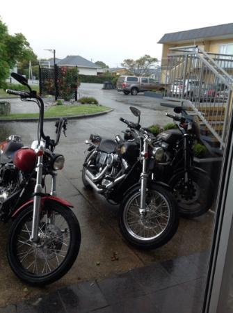 Monarch Motel: Plenty of parking space