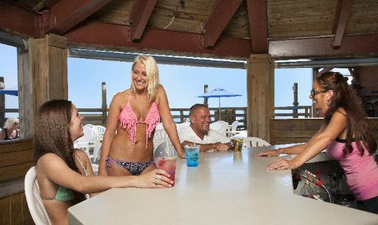 Sands Ocean Club Resort : Ocean Annies Beach Bar