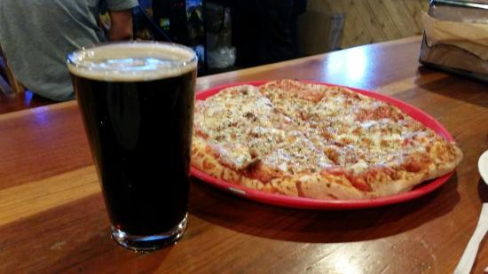 Pizza Port: Aforementioned pizza and a beer