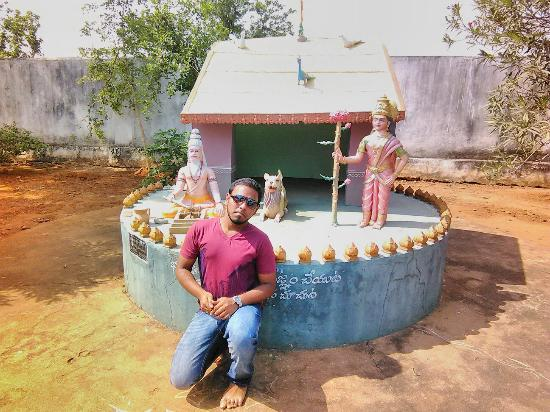 Vizianagaram, Indien: At the temple wit nikhil
