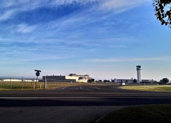 Comfort Inn & Suites Airport: Airport just across the street