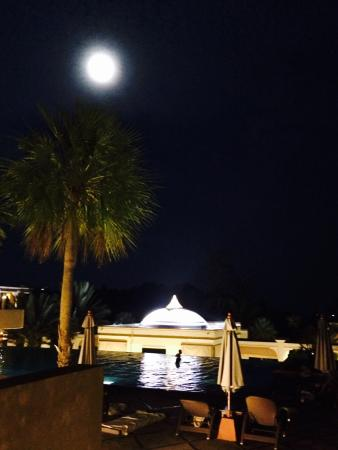 Absolute Sanctuary: Beautiful full moon reflecting over the resort