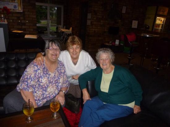 Aussie Beef Steakhouse: Enjoying pre dinner drinks