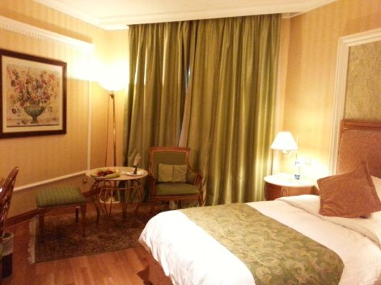 Madina Oberoi : The Double Room