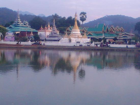 Wat Chong Kham : Lindo complexo