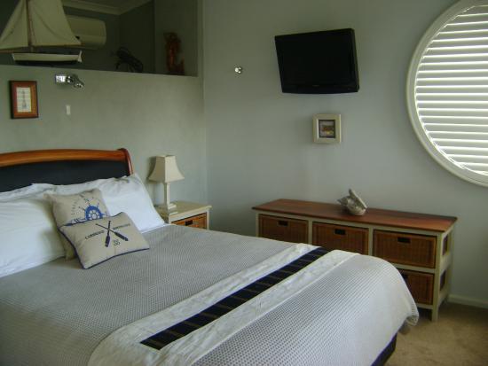 Seas The Day B&B: Captains Quarters Bedroom