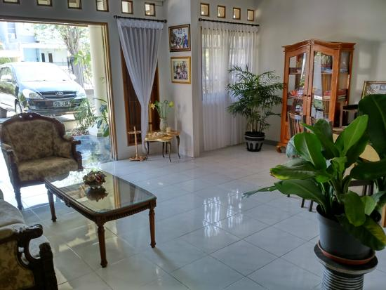 santo guest house  surabaya  indonesia  review guest