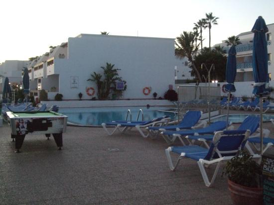 Rosamar Apartments: Pool view