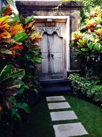 Arwana Estate : Entrance