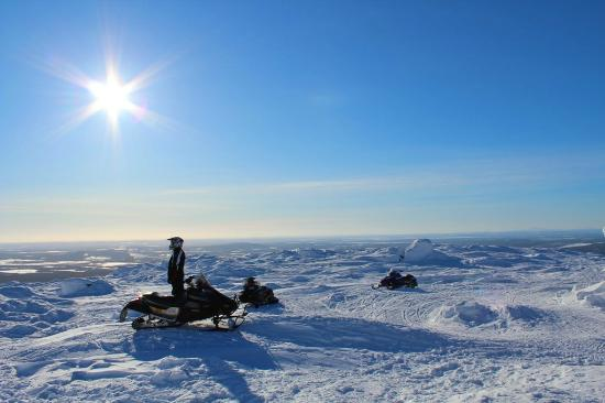 Perhesafarit Snowmobile Safaris: view from the top of Levi