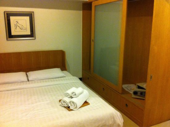Ratchadamnoen Residence: Bedroom