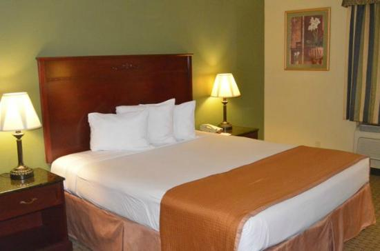 Howard Johnson Inn & Suites Reseda: King Bed