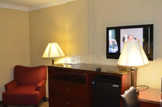 Howard Johnson Inn & Suites Reseda: TV